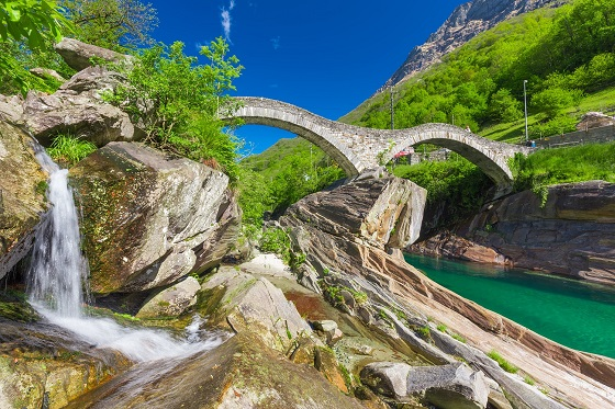 Switzerland_Lavertezzo_Valle Verzasca_3_560x373