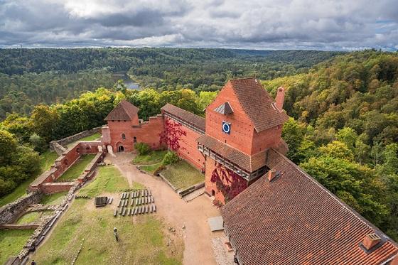 Latvia_Turaida Castle_560X373