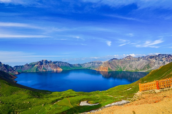 Northeast - Changbai Mountain Tianchi_560X373