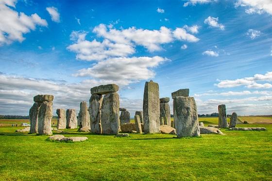 Britain_Stonehenge_560X373