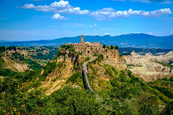 Italy_Bagnoregio_560x373