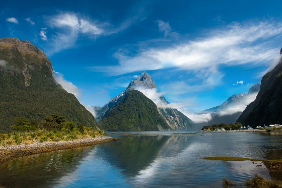 Newzealand_Milford Sound1_560X373