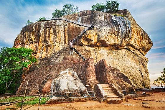 Sri Lanka_Colombo_Sigriya Lion Rock1_560X373
