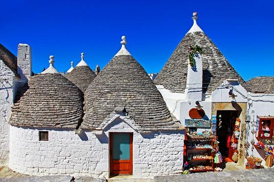 Italy_Alberobello2_560X373
